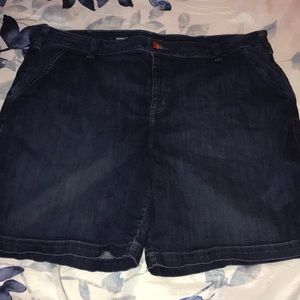 Lane Bryant Bermuda 28 shorts